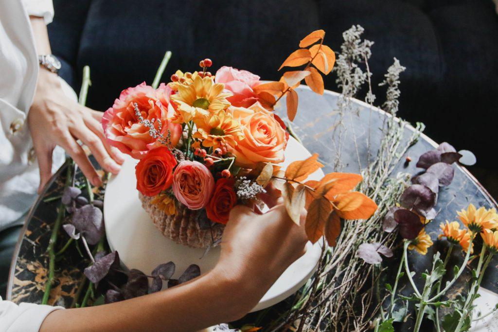 มาเรียนจัดดอกไม้